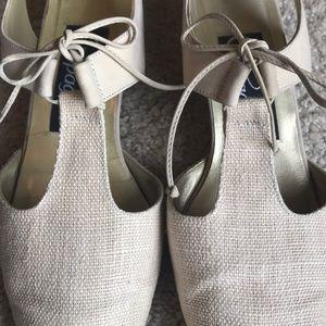 Pappagallo Shoes - Pappagallo creme colored lace up pumps